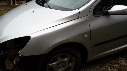 Aripa stanga fata Peugeot 307, 2003