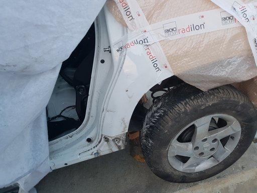 Aripa stanga spate Dacia Duster
