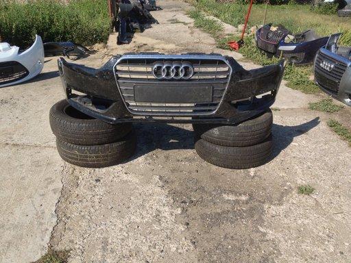 Audi A4 din 2013 - bara fata cu grila centrala