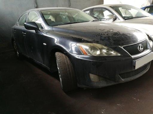 Bara spate Lexus IS 220 2006 177 cp 2.2