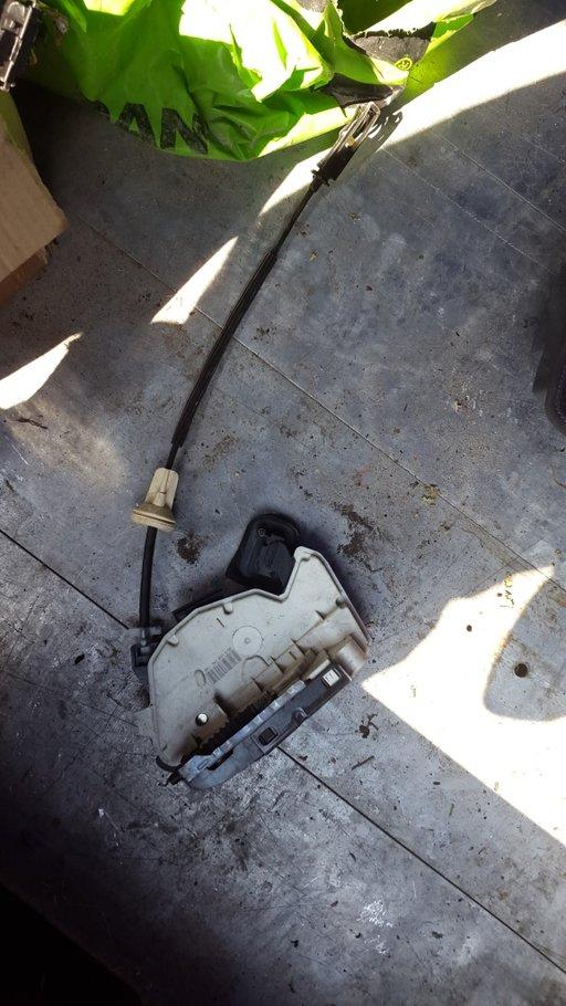 Broasca usa fata stanga Golf5 Jetta Sharan Polo 6R cod 5K2837015B