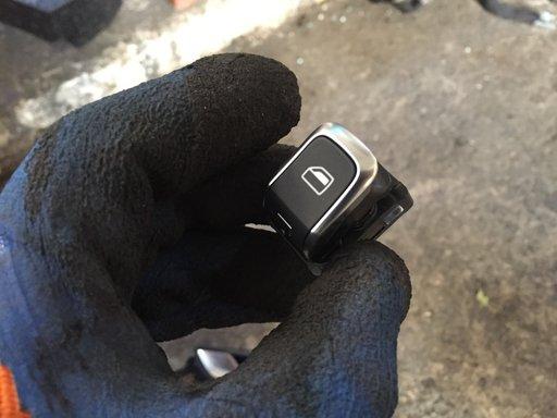 Buton dreapta geam electric Audi TT 8S din 2017 8V0959855A