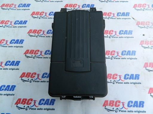Capac baterie VW Jetta (1K) cod: 3C0915443A model 2009