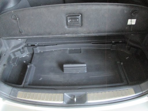 Capac roata rezerva cutie depozitare portbagaj Toyota Avensis combi ( T25 ) 2.0D 2003 2004 2005 2006 2007 2008