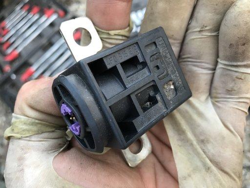 Capsa pirotehnica baterie AUDI Q7 4L 2007 2008 2009 2010