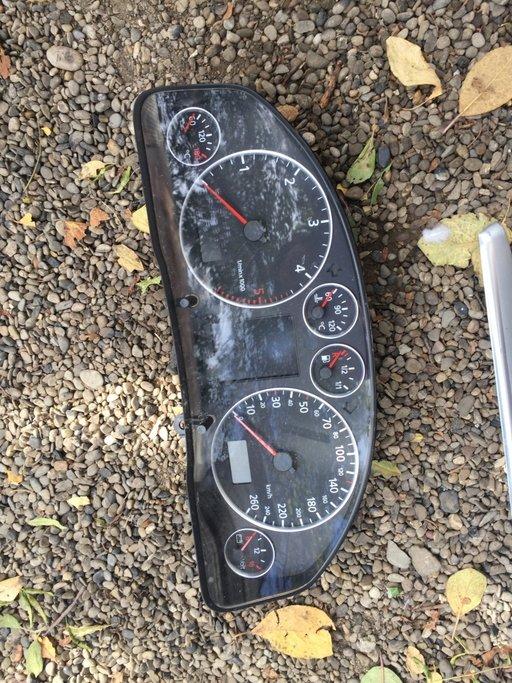 Ceasuri bord Audi A6 cod 4B0920933G