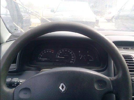 Ceasuri bord Renault Laguna motor 1.8 benzina an 1999