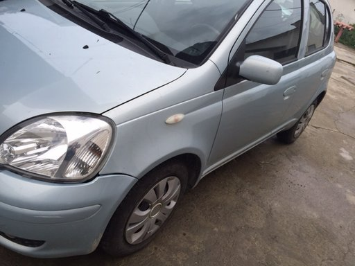 Cheder usa Toyota Yaris an 2004