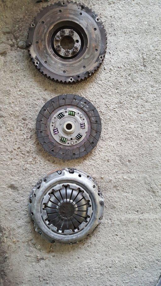 Chit ambreiaj aproape nou + volanta 1.6, 16 valve,Renault Scenic 2, Megane 2