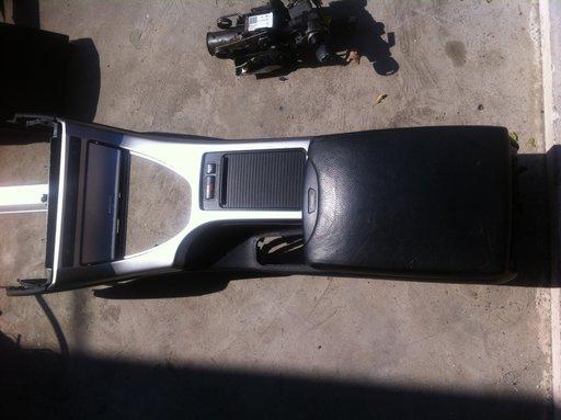 Consola BMW X5 cu cotiera piele neagra