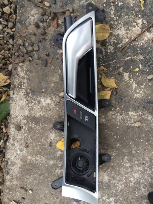Consola usa sofer Audi A6 2208