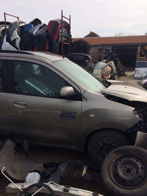 Dezmembram Dacia Lodgy