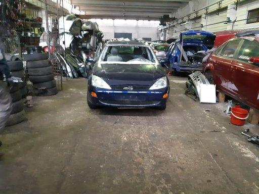 Dezmembram Ford Focus,an 2001