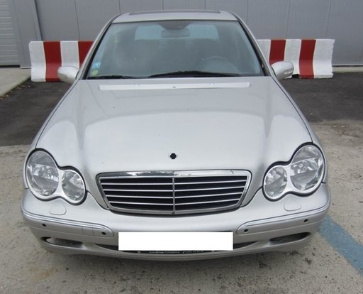 Dezmembram Mercedes Benz C220 CDI 2002