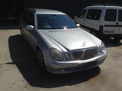 Dezmembram Mercedes Benz E220 S211