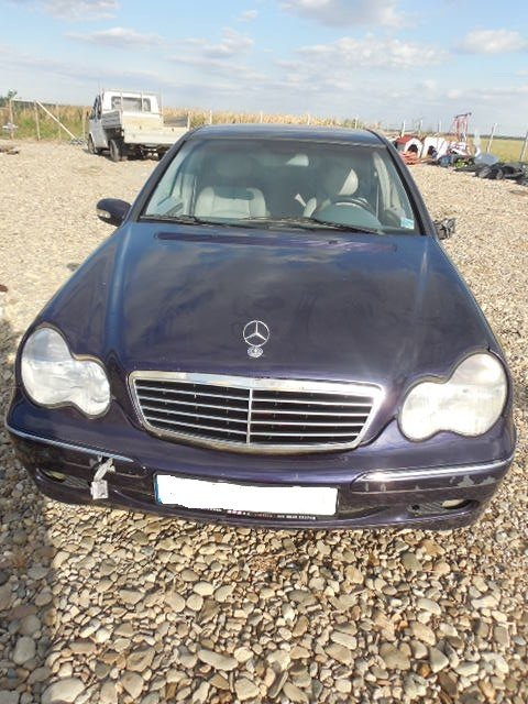 Dezmembram Mercedes C240 motor 2.6 an 2001