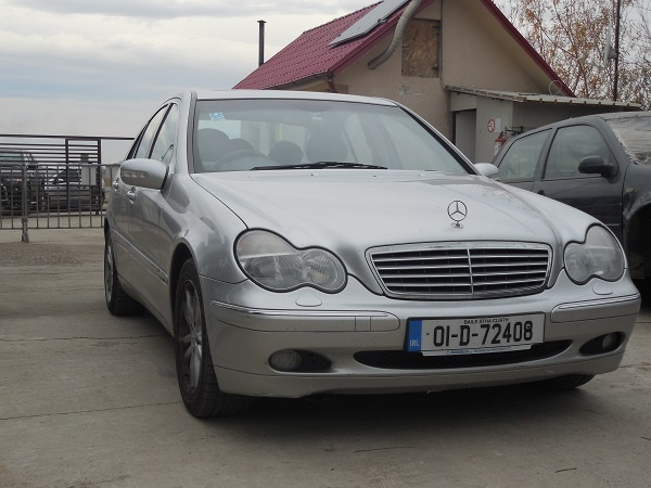 Dezmembram Mercedes C240 W203 2.4benzina An 2003