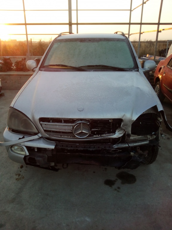 Dezmembram Mercedes ML W163 2.7 CDI 2001
