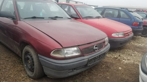 Dezmembram Opel Astra F