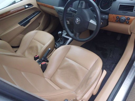 Dezmembram Opel Astra H 1.9 150 Cp, 6+1 viteze