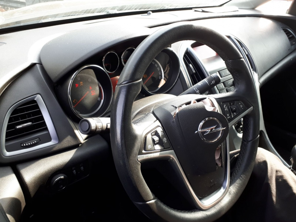 Dezmembram Opel Astra J 2013 1.7 CDTI A17DTS sedan