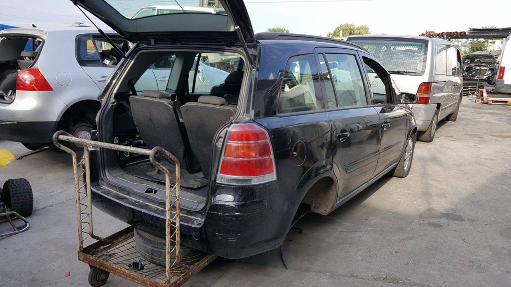 Dezmembram Opel Zafira B