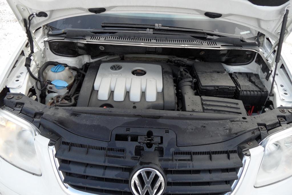 Dezmembram vw touran,motor 2,0 diesel,BKD,volan stg,6 trepte din 2006