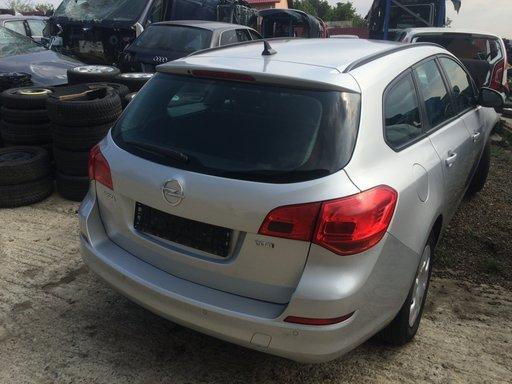 Dezmembrari Opel Astra J tourer 1.7 cdti A17DTR - navigatie, senzori parcare spate, volan incalzit, clima
