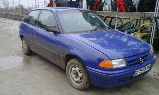 Dezmembrez astra f an 1996 motor 1,4