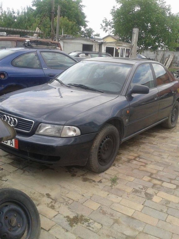 Dezmembrez Audi A4 8D