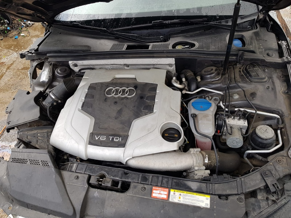 Dezmembrez Audi A5, model 2010