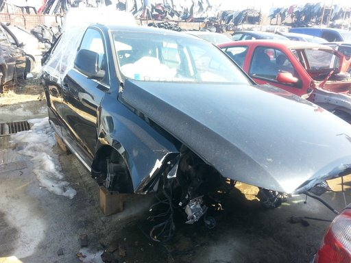 Dezmembrez Audi Q5 2000 benzina