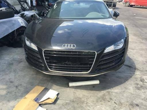 Dezmembrez autoturism marca Audi R8, an 2008, motor 4.2 benzina, culoare Neagra, 2 usi.