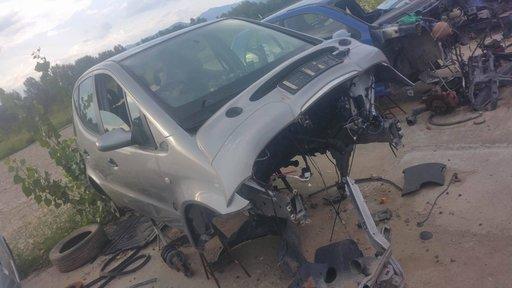 Dezmembrez autoturism marca Mercedes A Class, an fabricatie 2000, motor de 1.6 benzina, culoare Gri, 4 usi