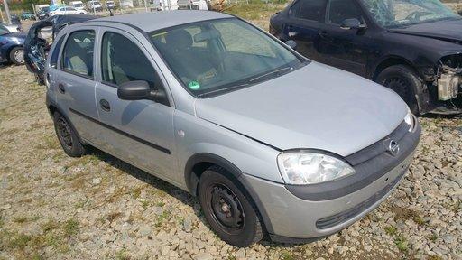 Dezmembrez autoturism marca Opel Corsa C, an fabricatie 2002, motor 1.2 benzina, culoare Argintie, 4 usi.
