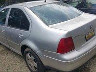 Dezmembrez autoturism marca Volkswagen Bora, an fabricatie 2001, motor 2.0 benzina, culoare Argintie, 4 usi.
