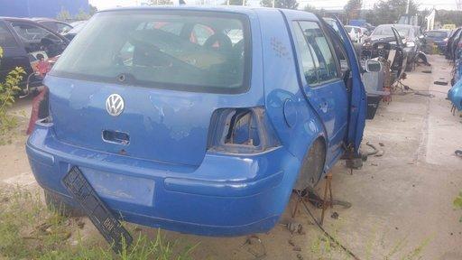 Dezmembrez autoturism marca VW Golf 4, an fabricatie 2000, motor de 1.9 Diesel, culoare Albastru, 4 usi