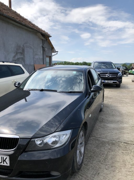Dezmembrez BMW 318d E90,an fabricatie 2006