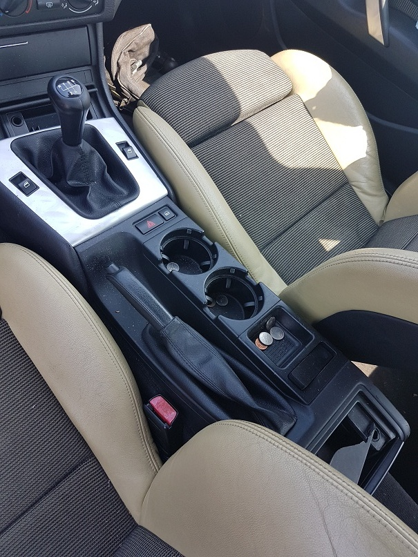 Dezmembrez bmw e46 compact,316ti,an 2002,navigatie,scaune sport electrice,volan sport,volan stinga