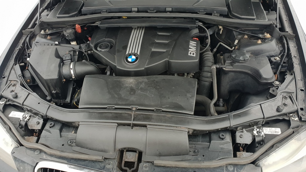 Dezmembrez bmw e90 lci,motor 316d,an 2010,culoare negra,navigatie,senzori parcare