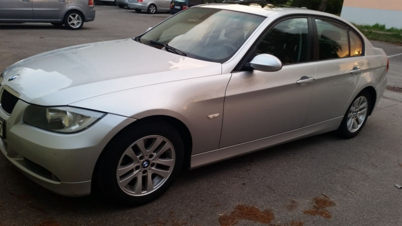 Dezmembrez BMW Seria 3 E90 2.0 diesel an 2006