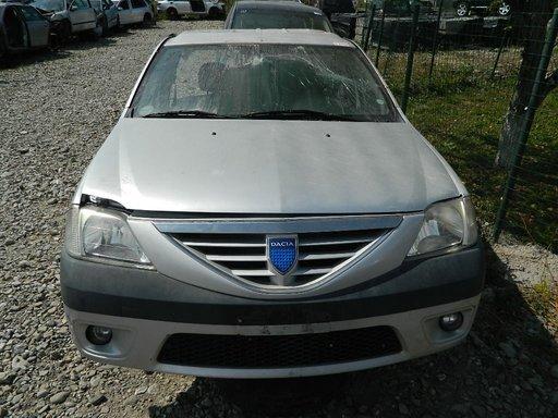 Dezmembrez Dacia Logan din 2004