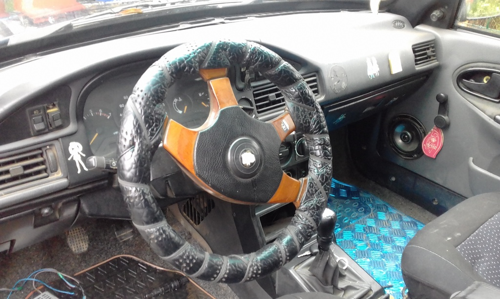 Dezmembrez Dacia Super Nova 2002 hachback 1.4 mpi