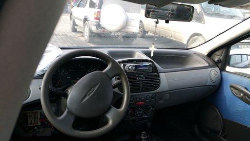 Dezmembrez Fiat Punto din 2001- 1.2 benzina , 44 kv in 4 usi varianta hatchback