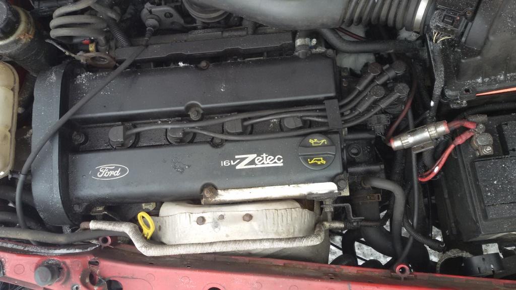 Dezmembrez Ford Focus 2002 1.8 16v bezina 85kw 115cp manuala volan stanga rosie scurt hacthback 1796cmc