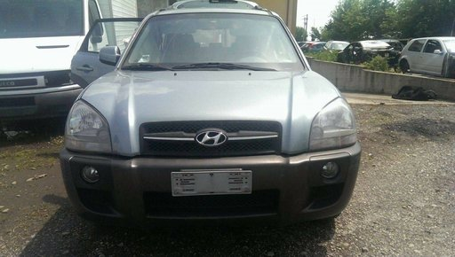 Dezmembrez Hyundai Tucson 2.0crdi 4X4 An.2005