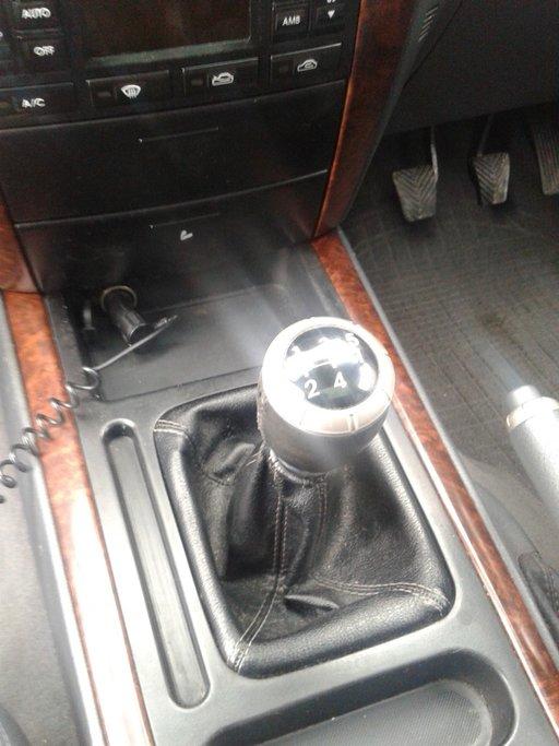 Dezmembrez Kia Sorento din 2003 motor 2.5 Diesel tip D4CB Cutie manuala 103 kw 140 cp