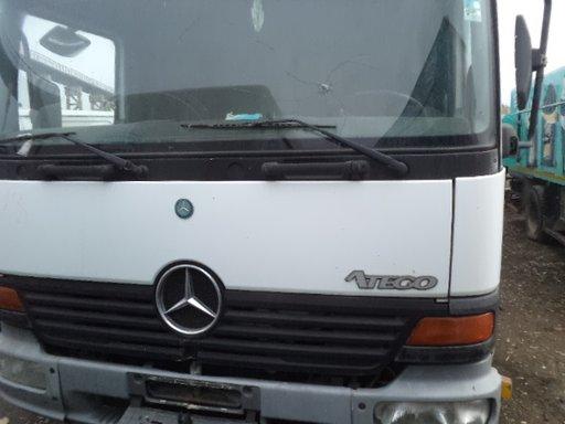 Dezmembrez Mercedes Atego 1999 motor 4249 cc Diesel