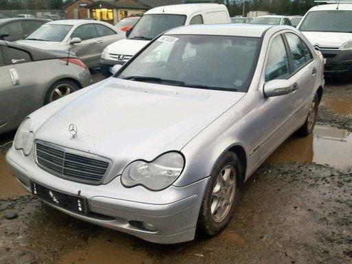 Dezmembrez Mercedes-Benz C200 cdi 2004 / 207.000km