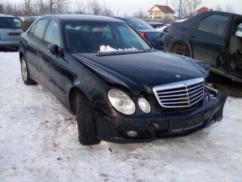 Dezmembrez Mercedes-Benz E-CLASS W211 an 2007 moto